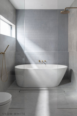 Oasis bath snow white with tapware