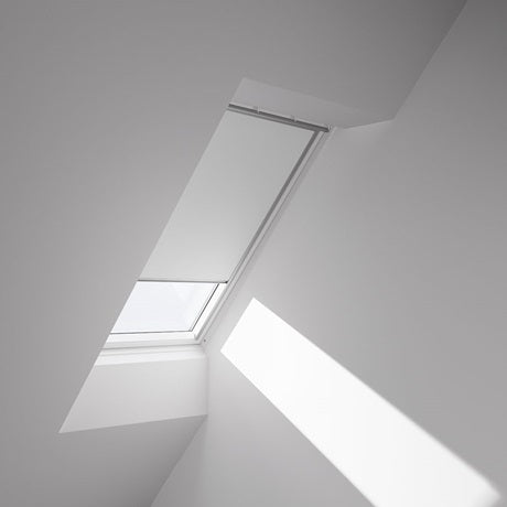 Manual blockout blind by Velux