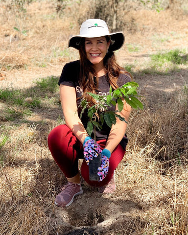 Kira Simpson plants with #sukinreefaid