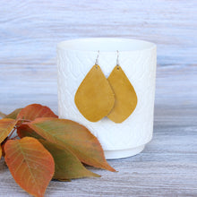 Load image into Gallery viewer, Mustard Aspen Earrings