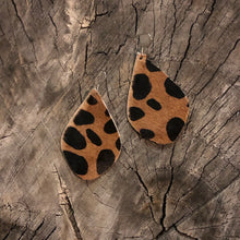 Load image into Gallery viewer, Animal Print Jade earrings