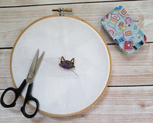 Load image into Gallery viewer, Adorable Cool Cat Needle Minder - Cross-Stitch Needle Holder - Magnetic Needle Nanny