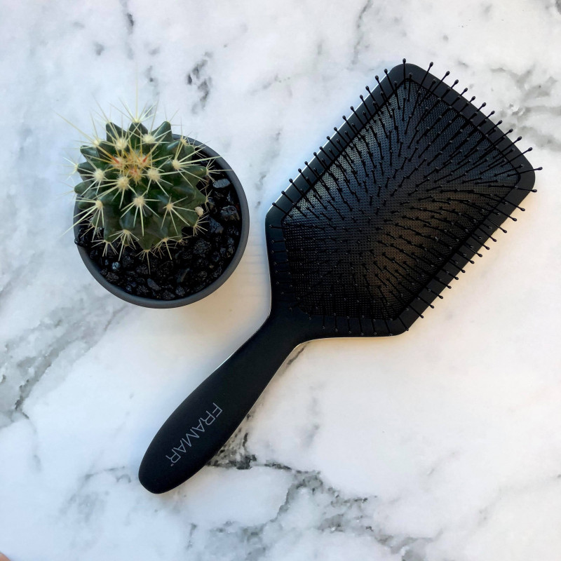 Framer detangling paddle brush