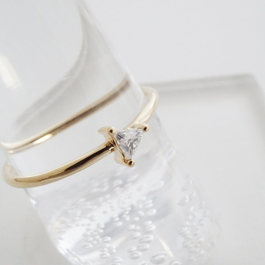 Honeycat Triangle Solitaire Ring - gold size 6