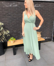 Load image into Gallery viewer, Classic dress - mint green