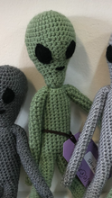 Load image into Gallery viewer, Crochet Aliens