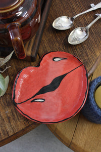 Hot Lips Plate