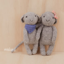 Load image into Gallery viewer, Crochet amigurumi mouse pattern and kit