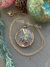 Load image into Gallery viewer, Antique French Shake Locket