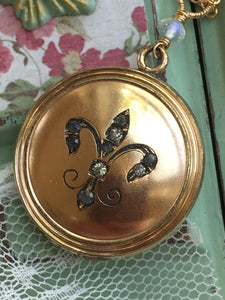 Antique Fleur de Lis Wightman & Hough Co Locket