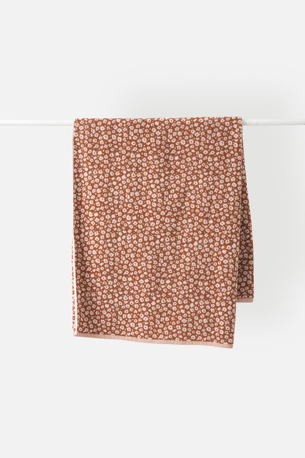 Città Chestnut Forget Me Not Hand Towel
