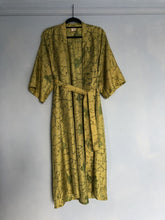 Load image into Gallery viewer, 100% Vintage Silk Kimono