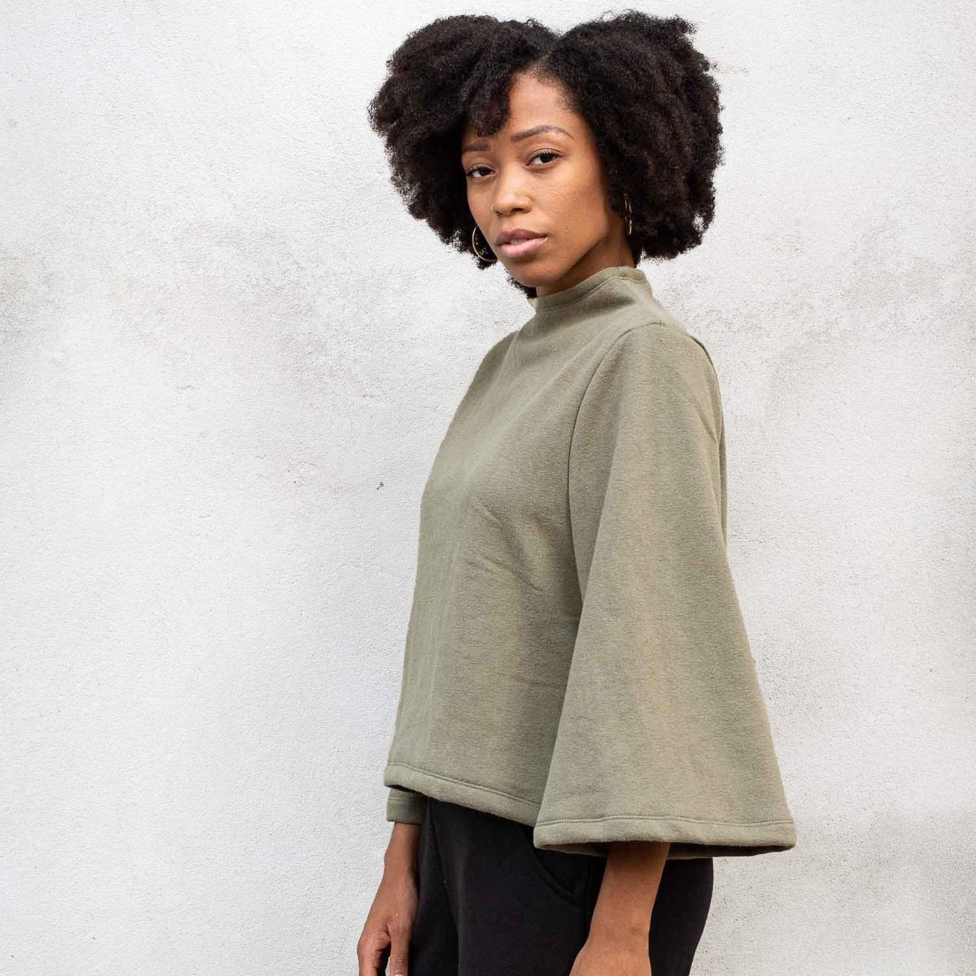 Sweatshirt Top with Bellsleeves by Tonle