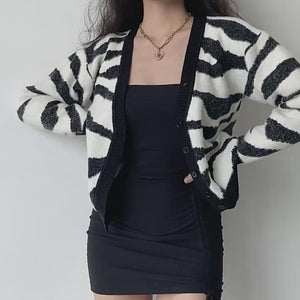 Load and play video in Gallery viewer, Zebra Loose Knit Cardigan
