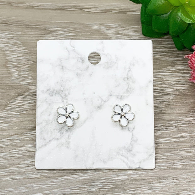 Tiny White Flower Stud Earrings, Daisy Earrings, Dainty Flower Jewelry, Minimalist Stud Earrings, Gift for Daughter, Gift for Little Girl