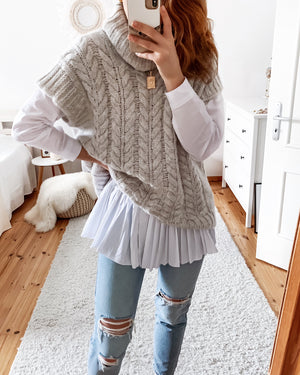 Knitted vest in beige