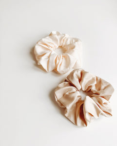 2 Scrunchies in Beige
