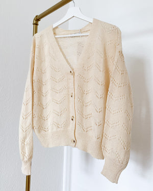 Laden Sie das Bild in den Galerie-Viewer, Leichte Strickjacke in Creme