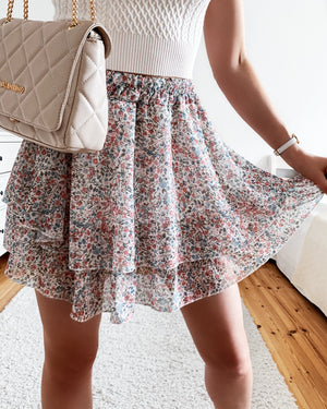 Skirt with a floral print