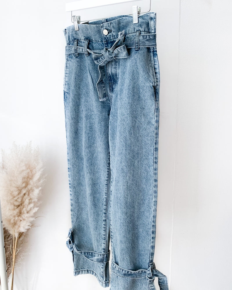 Load image into Gallery viewer, High waist jeans with belt