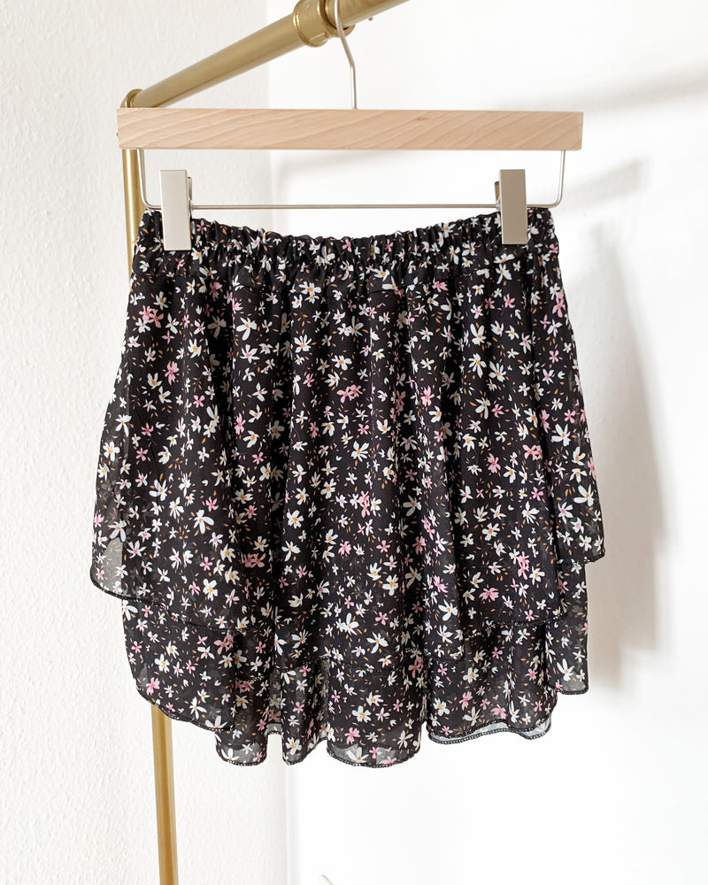 Load image into Gallery viewer, Black skirt with flower print