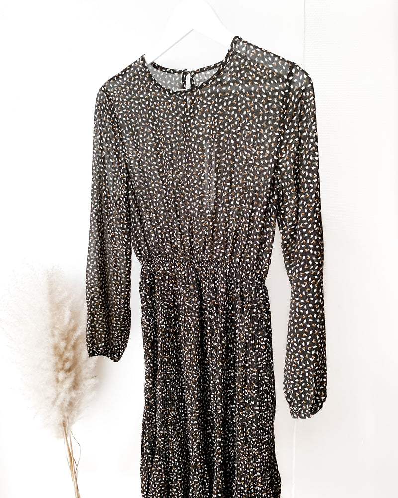 Load image into Gallery viewer, Black midi dress with a leaf pattern