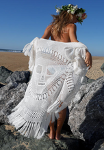 Load image into Gallery viewer, Luna poncho white