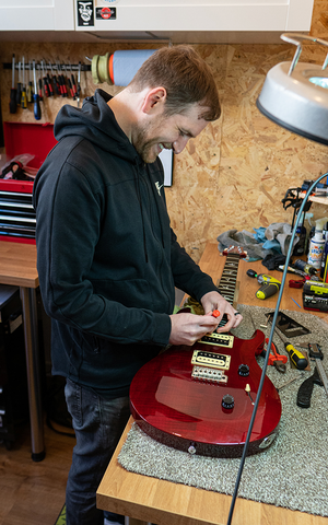 Martyn Evans performs a full set up service on a PRS SE Custom 24