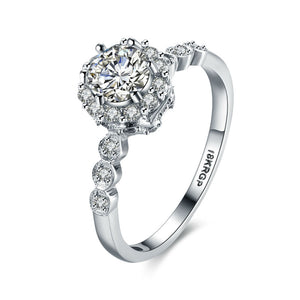 2017 Best Selling Top Quality 18K White Gold Plated with Six Small Round and One Big Zircon Diamond Ring.