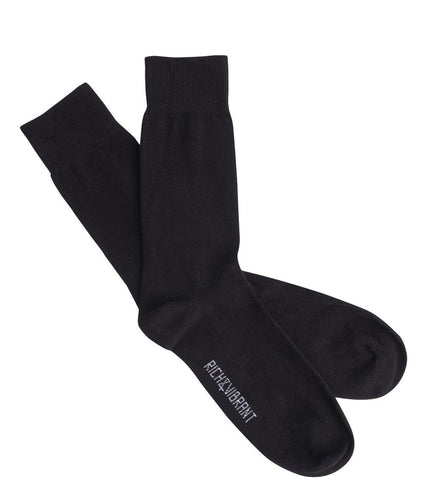 High quality crew socks for women and men, made of GOTS certified organic cotton. Basic Black by Rich&Vibrant.
