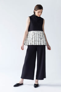 PRINTED PLEATED-PANELLED TOP WITH GROWING NECKLINE AND BACK BOW