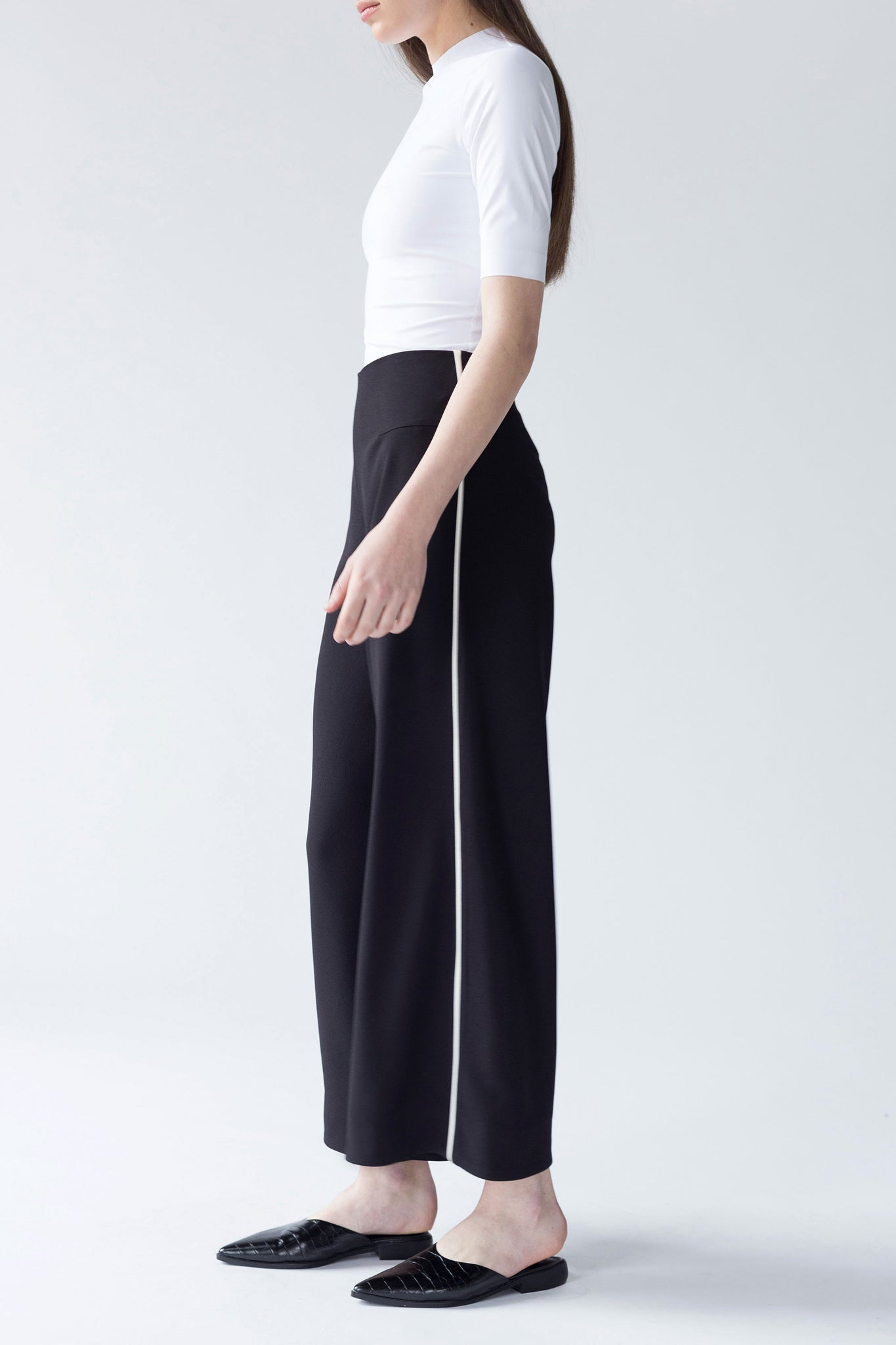 WIDE LEG CULOTTES WITH CONTRASTING INSERTION | BLACK