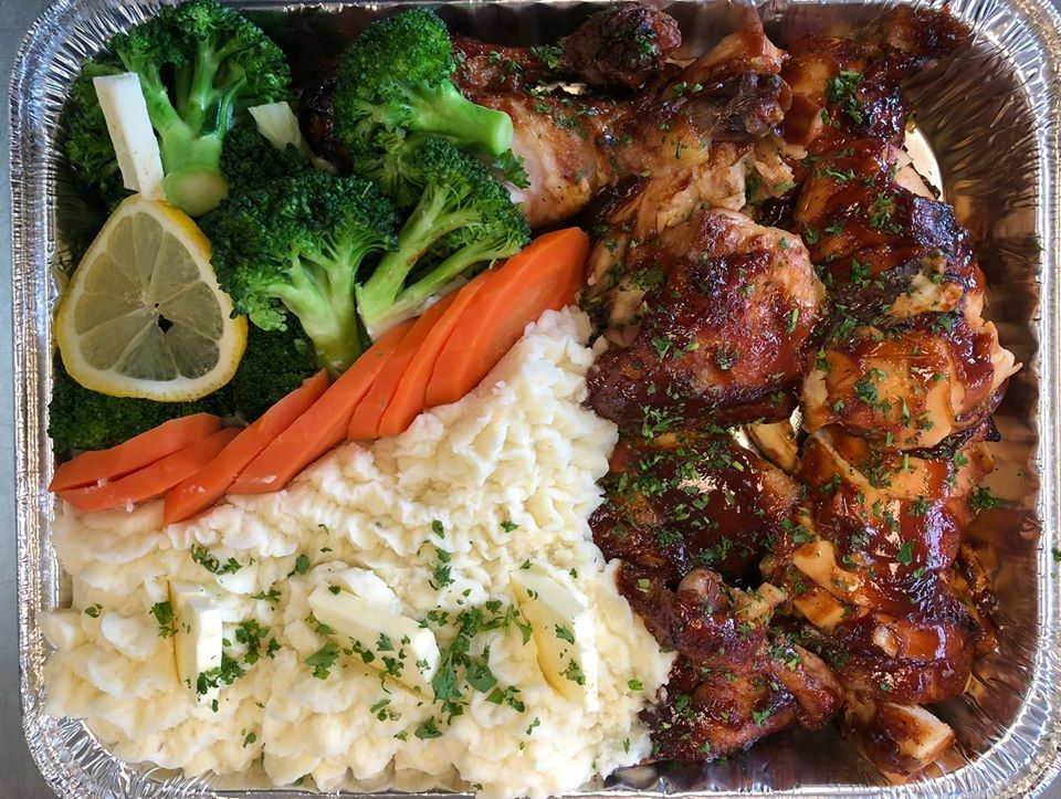 FM 05. BBQ Chicken with Mash Potatoes and veggies