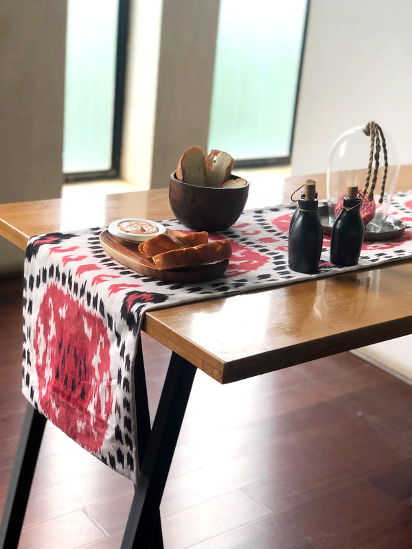Anar Table Runner