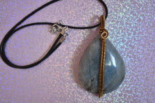 Load image into Gallery viewer, Tear Drop Labradorite Pendant