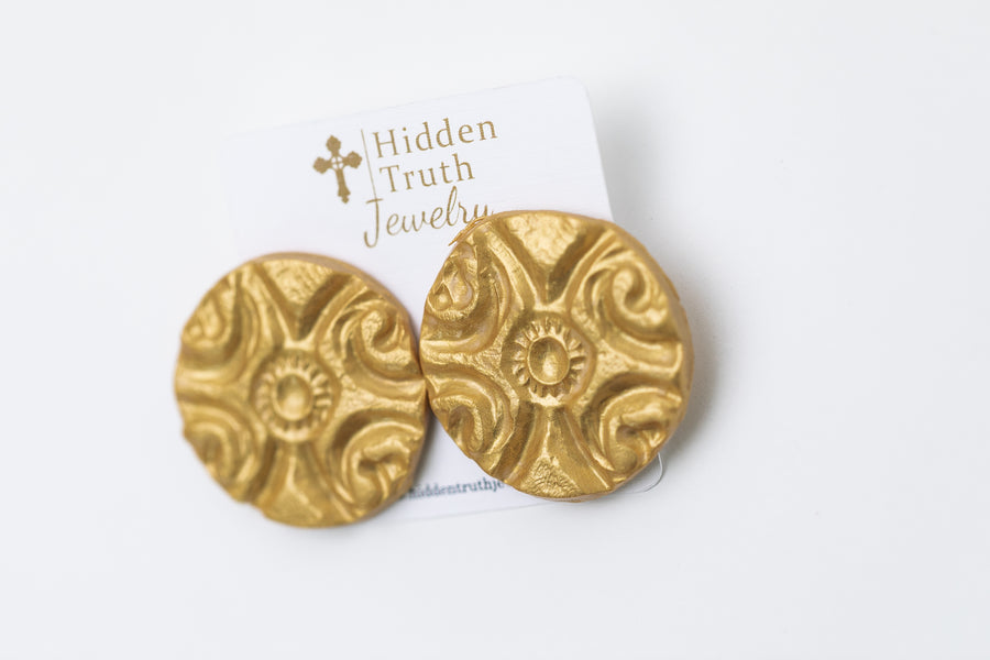 Large Gold Fancy Circle Studs