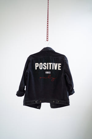 POSITIVE VIBES ONLY Oversized Jeansjacke