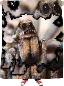 WOLF SPIDER FLEECE BLANKET