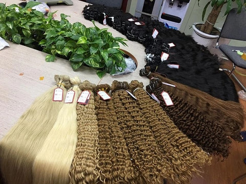 Apostore's blonde deep curly weave