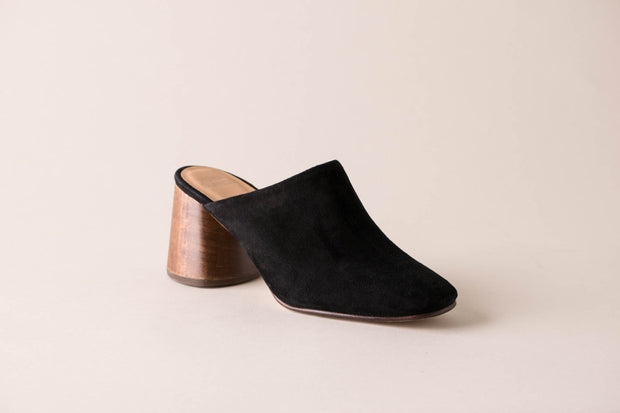 Huma Blanco Tuli Mule in Coal Suede