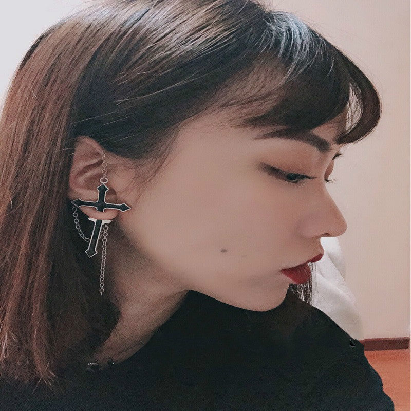 DARK CROSS CHAIN STUD EARRING BY14002