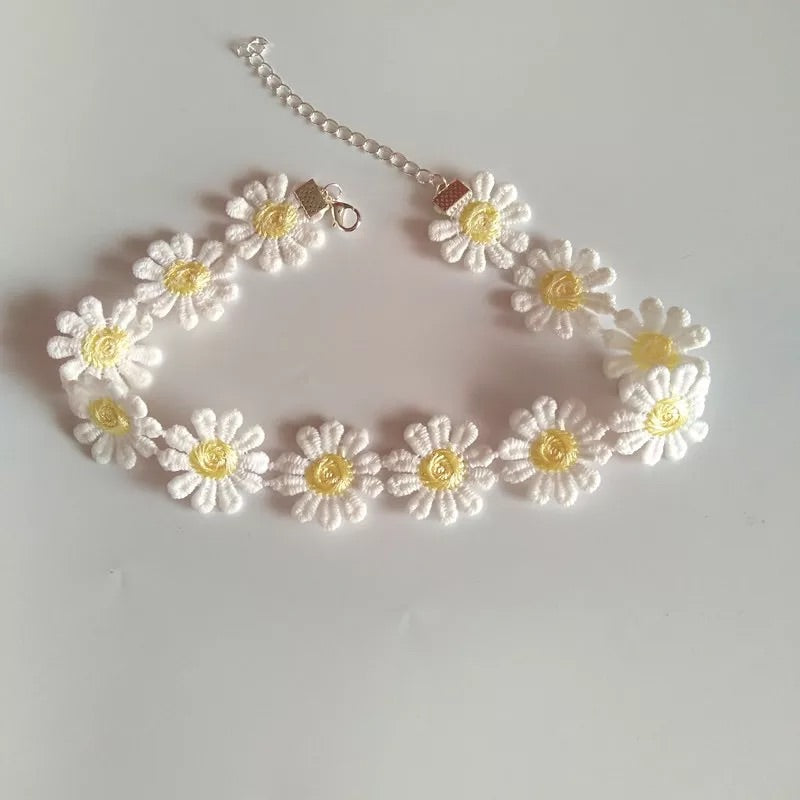 SWEET CHRYSANTHEMUM CHOKER BY40402