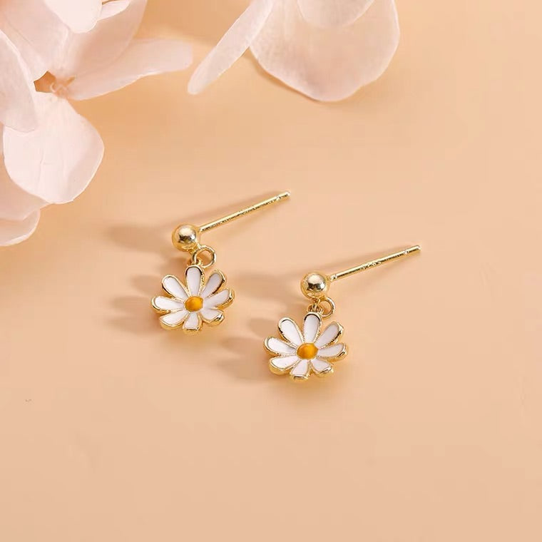 SWEET DAISY EARRINGS BY97000