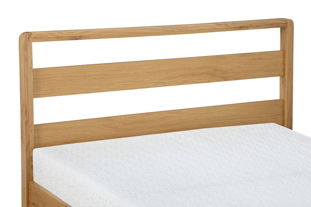 Classique Wooden Bed in White Finish