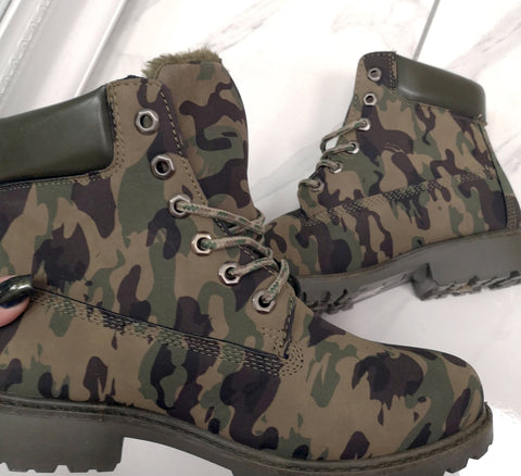 Waxed Leatherette Worker Boot In Camouflage