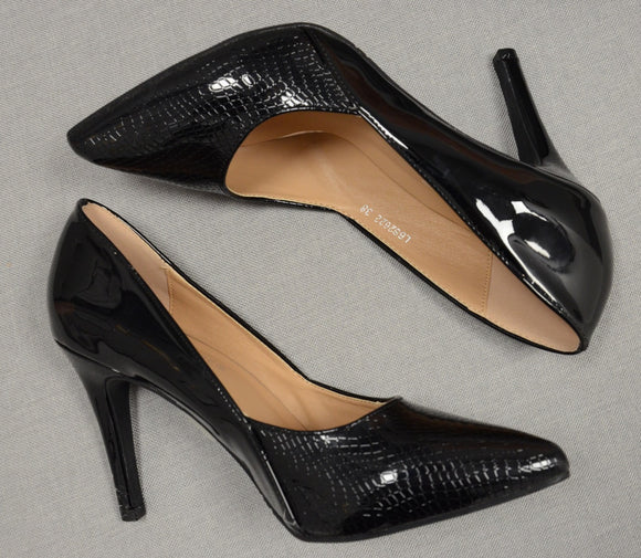 Heeled Court Shoe In Patent Black
