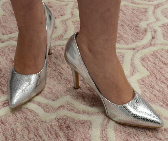 Heeled Court Shoe In Patent Silver