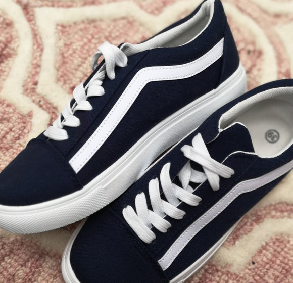 Canvas Trainers In Navy
