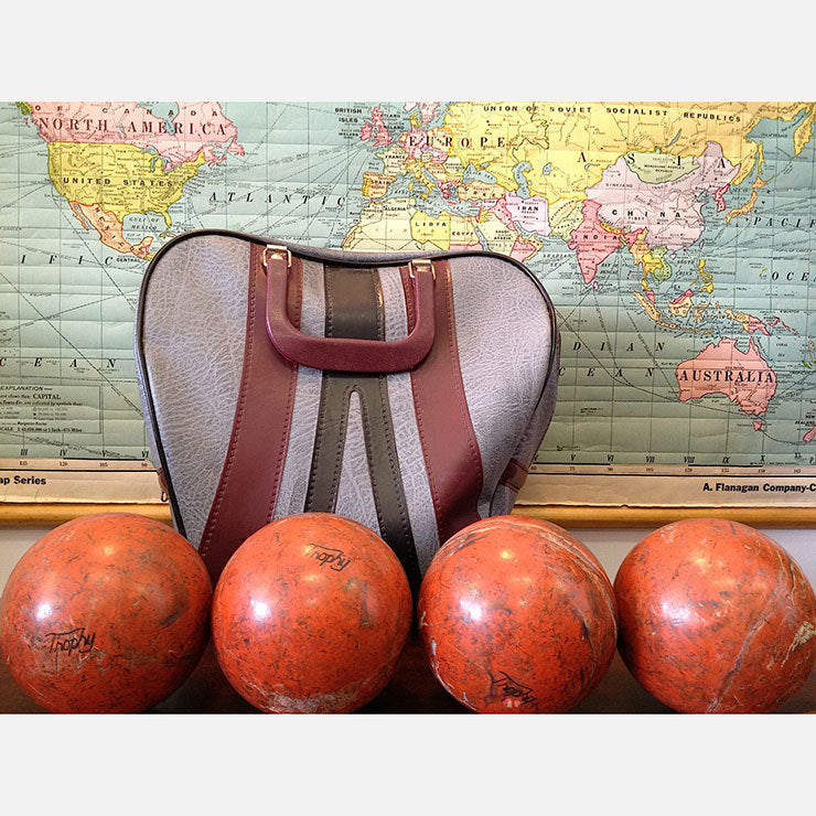 '60s Bowling Bag And 4 Balls