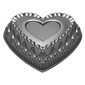 Dimensions Crown Of Hearts Pan
